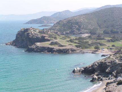La spiaggia di Ìtanos nei pressi del sito archeologico