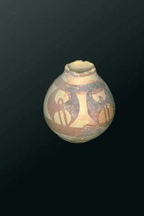Double axe symbol on a Minoan jar
