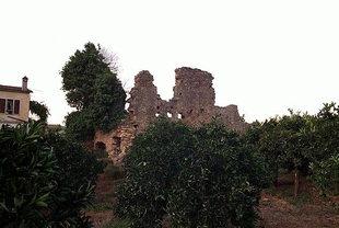 The ruins of the Venetian Tower of Da Molin, Alikianos