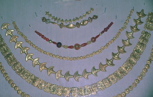 Necklaces and beads from tombs in Festos and Kamilari