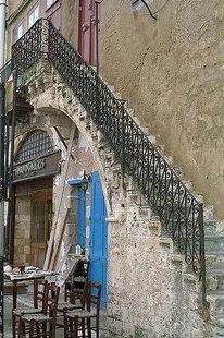 Charakteristische venezianische Treppe am Hafen von Chania