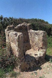L'antico trono o sedile nei pressi di Falàsarna