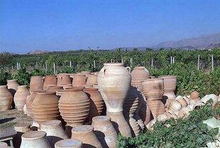 Pithari, zum Trocknen aufgestellt, im Dorf Thrapsanos
