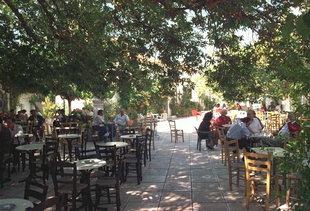 Una piazza ad Anogia