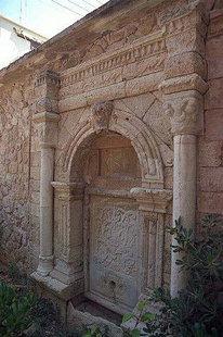 Η κρήνη του Ιδομενέα πίσω από το Ιστορικό Μουσείο στο Ηράκλειο