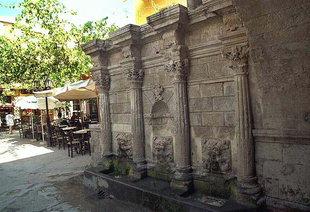 The Rimondi Fountain among the cafes of Rethimnon