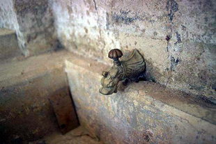 A faucet of the fountain, Handras