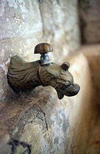 Le robinet de la fontaine, Handras