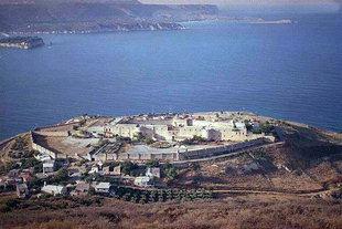 Το Βενετικό φρούριο Itzedin, τώρα στρατιωτική φυλακή πάνω από τον Κόλπο της Σούδας