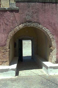 Der festungsartige Eingang zum Gouverneto-Kloster