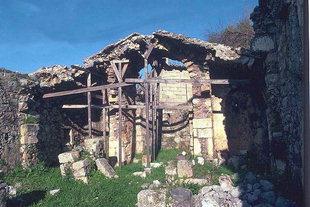 Τα ερείπια της εκκλησίας της Αγίας Παρασκευής, Αξός