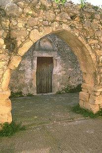 Les ruines du monastère autour de l'église de la Metamorphosis de Sotiras, Margarites