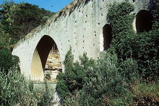 The aqueduct on the road to Arhanes