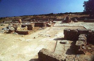 Buildings built later over the corridor, Malia