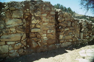 The hall and slots for vertical beams, Agia Triada