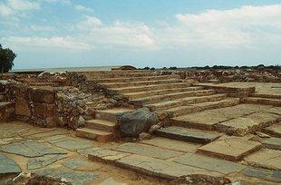 La Grande Scalinata ed il passaggio che conduce alla zona della Cripta del Pilastro, Malia