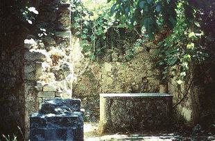 I resti della grande chiesa di Panagìa a Patsos