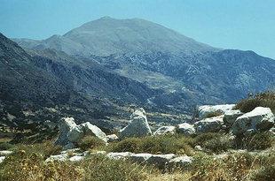 L'antica Sivritos con il Monte Psilorits sullo sfondo