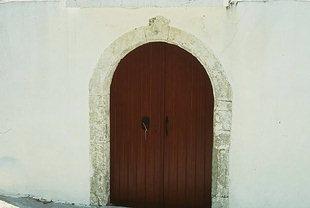 Un portale di chiesa ad Àmari