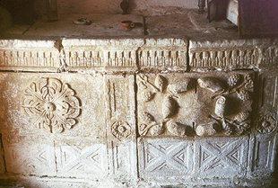 Décorations sur la tombe dans l'église d'Agios Ioannis et Agia Triada, Pantanassa