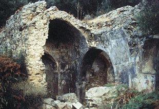 Die Ruinen der byzantinischen Agios Georgios-Kirche, Pervolia