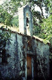 La facciata della chiesa di Agios Ioannis ad Elos