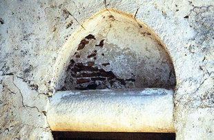 Η εξώθυρα στην εκκλησία του Μιχαήλ Αρχάγγελου, Βάθη