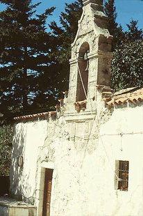 Το κωδωνοστάσιο της εκκλησίας της Παναγίας στον Κισσό