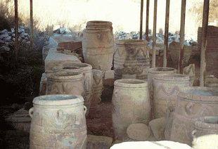 Pithari dans une ferme Minoenne à Mitropolis