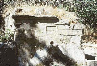 Une fontaine dans le village abandonné de Smiles