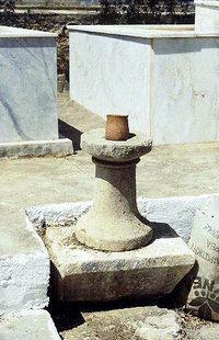 Un antico rudero accanto alla chiesa di Panagìa ad Agìa Galini
