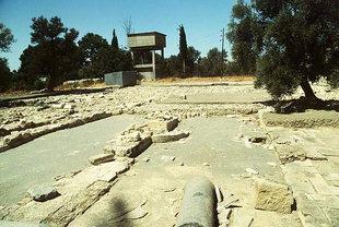 Ruines de l'importante basilique à trois nefs de Mitropolis