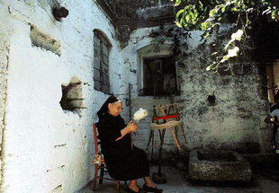 Woman spinning wool in the courtyard of the Venetian villa, Kalathenes