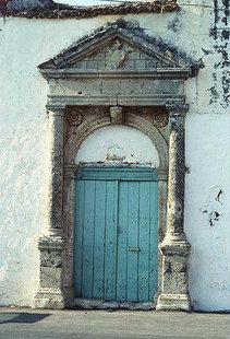 Un portail Vénitien de l'édifice du trésor à Amnatos