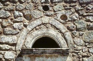 Le portail de l'église Byzantine d'Agios Nikolaos à Elenes
