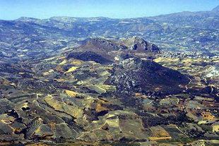 Kanli Kastelli - le double sommet de la montagne près de l'ancienne Lycastos