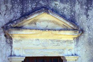 L'architrave du portail de l'église de la Panagia Kera à Sarhos