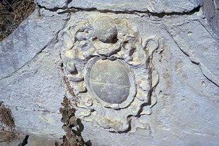 Les armes des Quirini sur la fontaine de Pendamodi