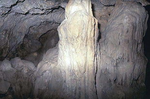 Una stalattite della grotta di Sendoni, Zoniana