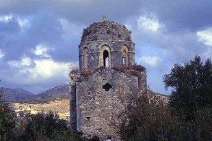 Der ungewöhnlich hohe Kuppelsockel von Agios Antonios, Aggeliana