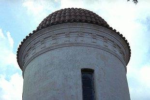 Το τύμπανο και ο τρούλος στην εκκλησία της Παναγίας στα Τσικαλαριά