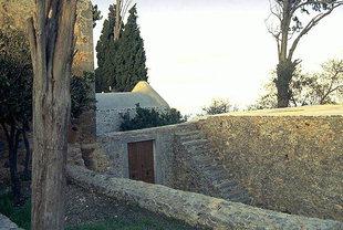 La cour dans le Monastère d'Aretiou à Mirabelo