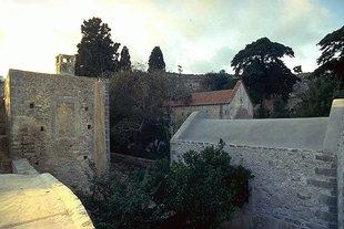 Un cortile del Monastero di Aretìou a Mirabelo