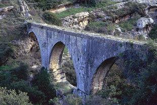 The support bridge of the Venetian aqueduct (Karidaki)