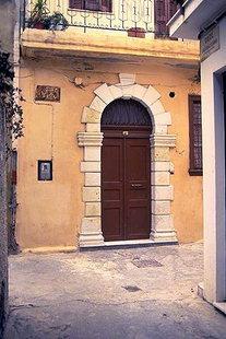 Πόρτα τεχνοτροπίας Φορτέτσας στο Ρέθυμνο