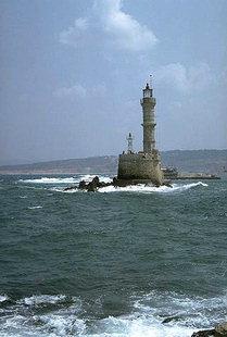 Der venezianische Leuchtturm im Hafen von Chania