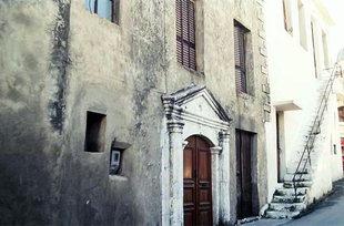 An old portal in the village of Episkopi