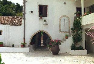 The entrance to the Moni Diskouri