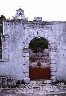 Η είσοδος στην Μονή Προφήτη Ηλία, στα Ρούστικα